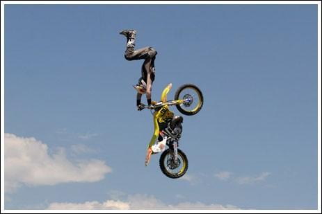 Трюки на мотоциклах