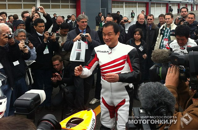 Президент корпорации Honda сел на RC212V