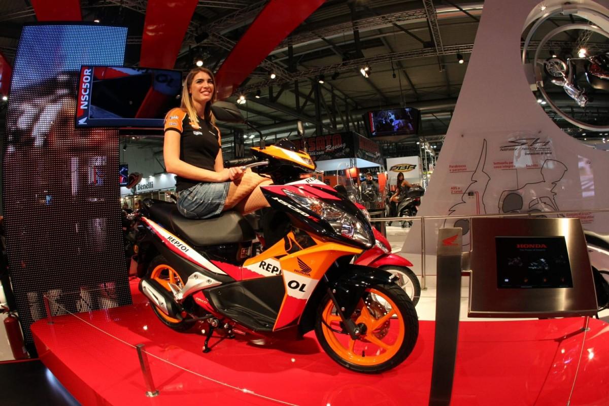 Стенд Honda на выставке EICMA-2012 радует своей внушительностью