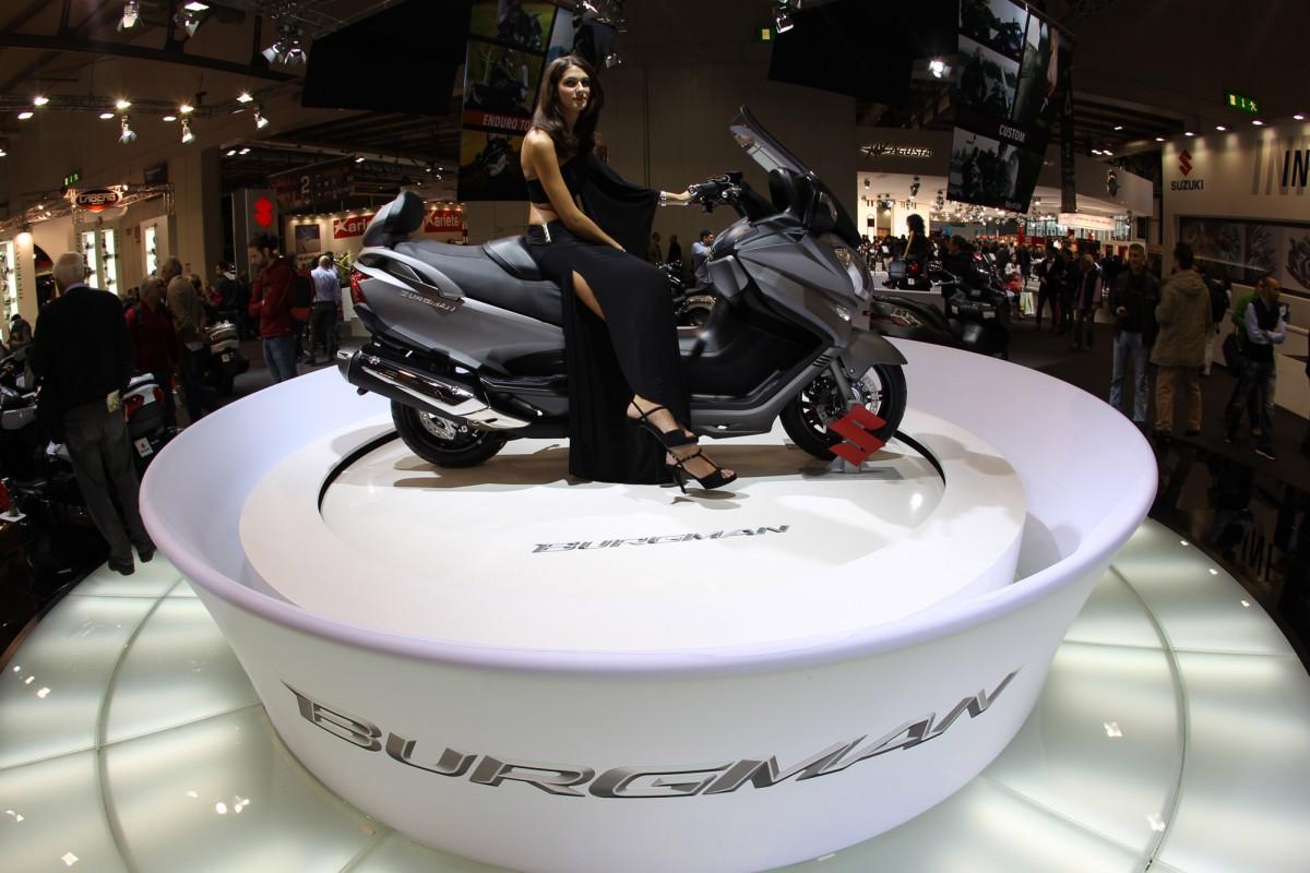 Экспозиция японской компании Suzuki на мотосалоне EICMA 2012