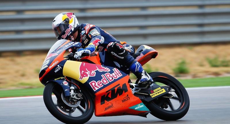 KTM решила продолжить сотрудничество с командой Red Bull KTM Ajo Moto3 и тремя ее пилотами.