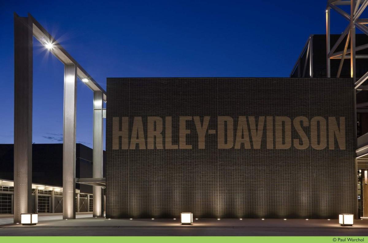Harley-Davidson продолжает праздновать свой юбилей.
