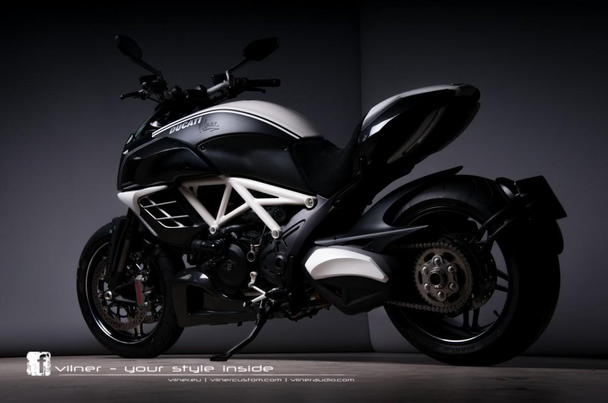 В компании Vilner потрудились над байком Ducati Diavel AMG.