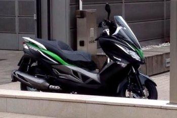 Шпионские фото максискутера Kawasaki