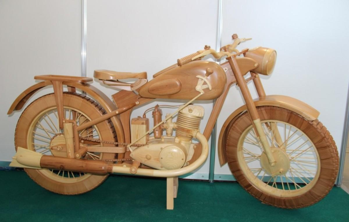 Российскому умельцу удалось создать точную копию ИЖ-49 из природного материала