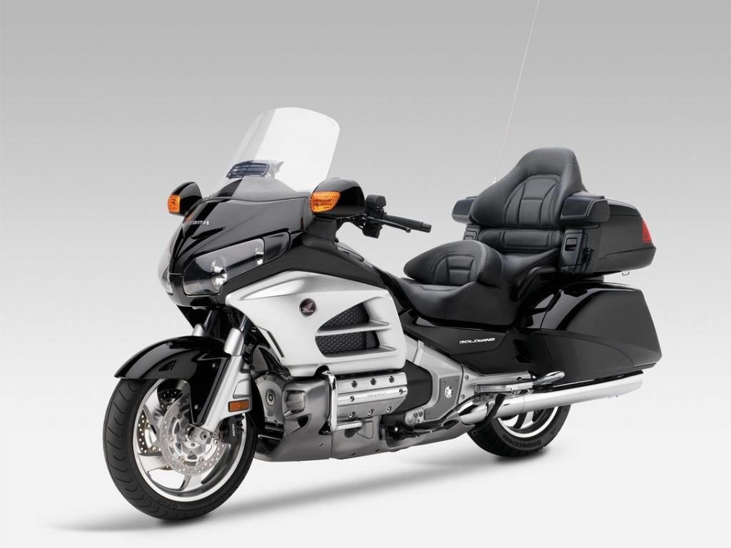 Выходит в свет 2015 Honda Gold Wing GL1800 40th Anniversary