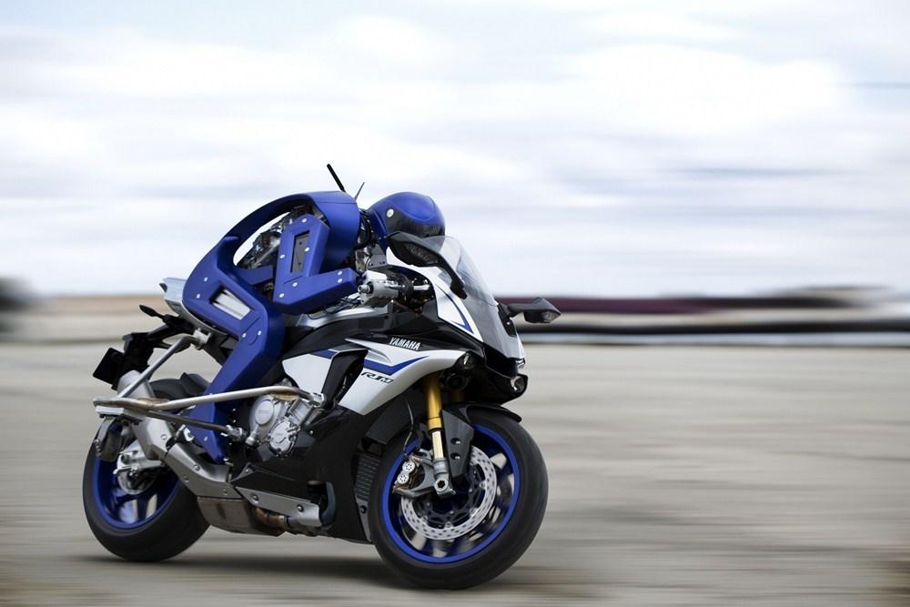 Yamaha показала робота-мотогонщика