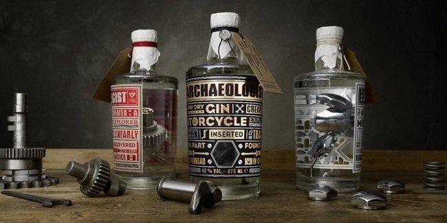 Части раритетных Harley-Davidson положили в бутылки с джином