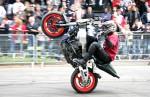 Любители смотреть видео на мотоциклах трюки