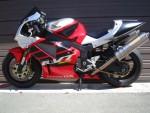 Информация по эксплуатации, максимальная скорость, расход топлива, фото и видео мотоциклов RVT1000R (RC51) (2000)